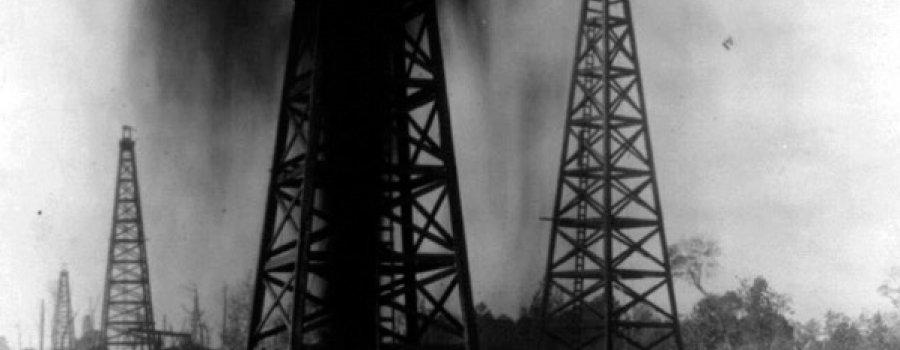 12 de julio de 1918:  Se reglamenta la explotación del petróleo