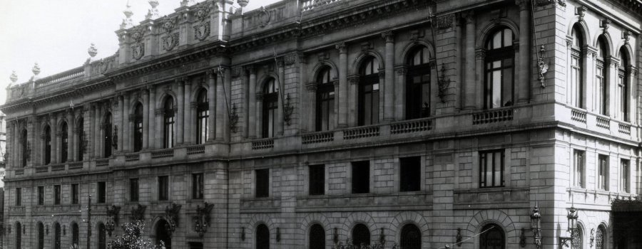 Manos que hablan con arena La historia de la construcción del Palacio de Comunicaciones