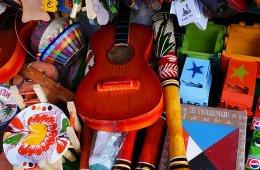 Trompos, muñecas y papalotes