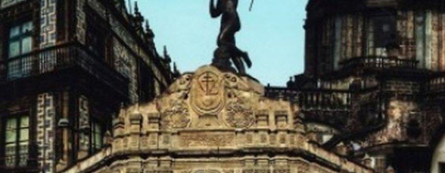 Corazón de piedra: crónicas gozosas de la Ciudad de México