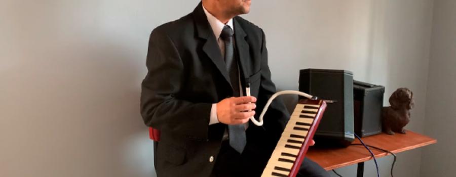 Alfredo Tiscareño interpreta música de la Bella y la Bestia