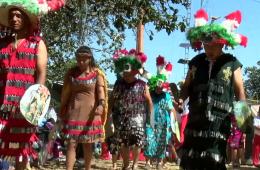 Danza de apaches contra franceses