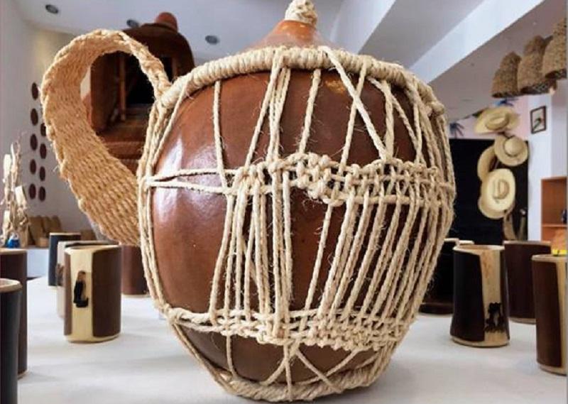 Venta de artesanías de fibras naturales