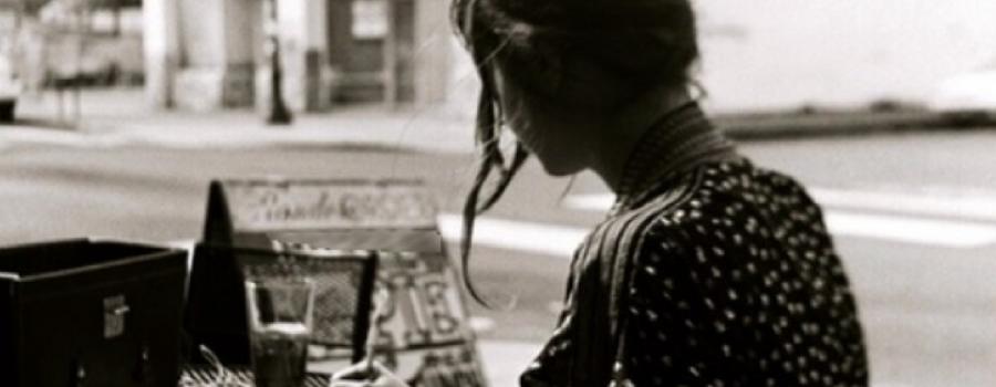 A través del espejo: lecturas contemporáneas. Teoría y escritura de la mujer