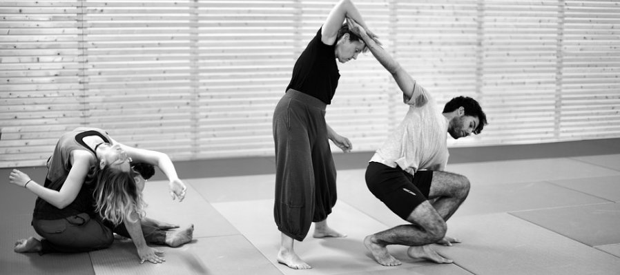 Contemporary Dance Workshop, Floor Exercises. The Body Assembles by Articulating