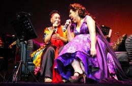 Omara Portuondo y Regina Orozco