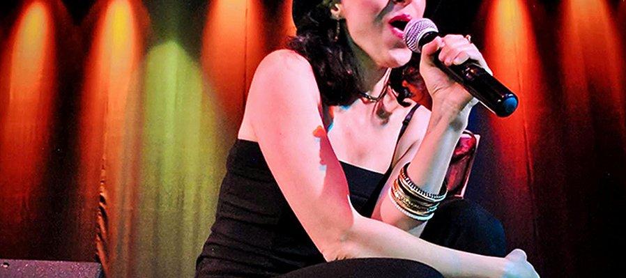 Gaby Vega y Los Nubecinos en concierto.