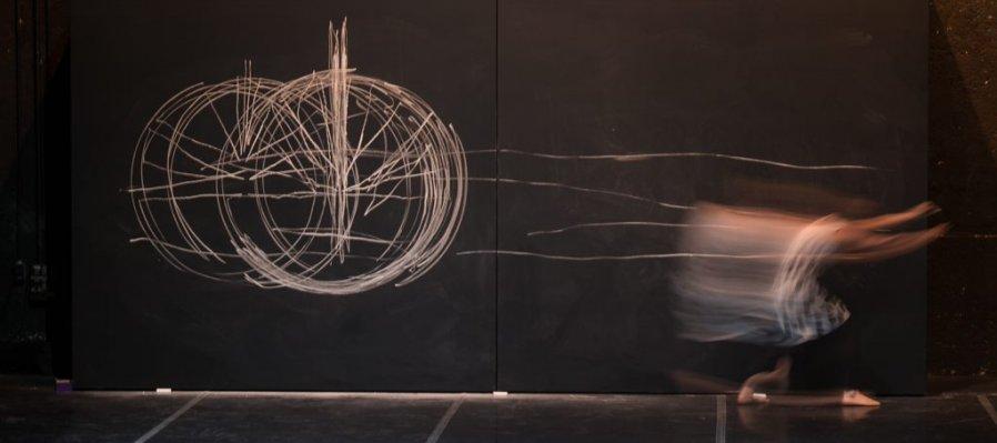 Los dibujos son torbellinos en la superficie de la corriente del tiempo