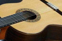 Ensamble de guitarra, ensamble de alientos y coro del Niv...