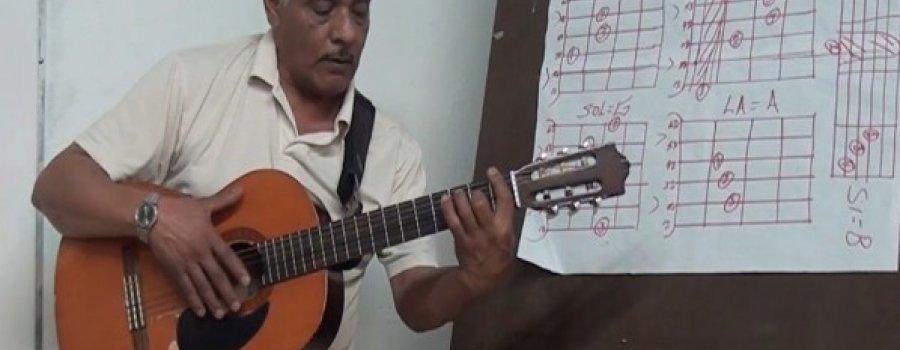 Clases de guitarra popular con José Roberto Gonzales Alvarado  Casa de Cultura de Durango II