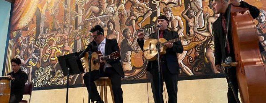 Románticos por siempre con los maestros de la Casa de la Cultura de Durango y Grupo Ágora