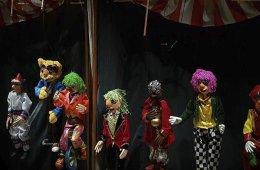 Marionetas en la cuerda