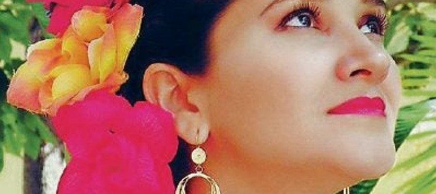 Flor del Mayab: Mujer que canta trova