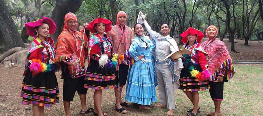 Todas las sangres. Fiestas patrias peruanas