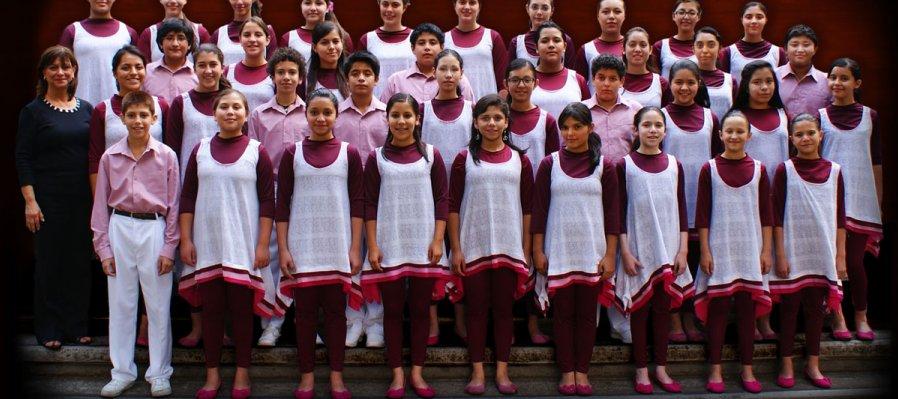 Niños y jóvenes cantores de la Facultad de Música de la UNAM