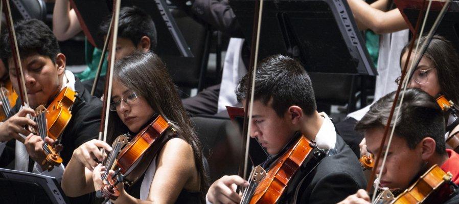 Forma parte de la Orquesta Sinfónica Infantil de México (OSIM)