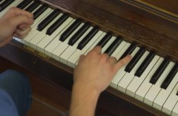 Lección de piano para principiantes