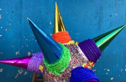 Piñatas Workshop. December Light Festival