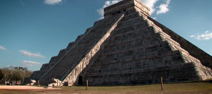 Las pirámides y los astros