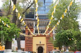Between Oblivion and Resistance. The Old Town of Xoco and...