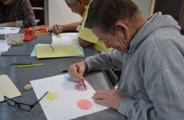Taller de dibujo y pintura para adultos mayores
