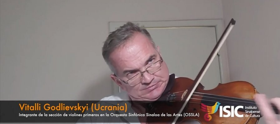 Vitalli Godlievskyi de violines primeros de la OSSLA con Estrellita, de Ponce