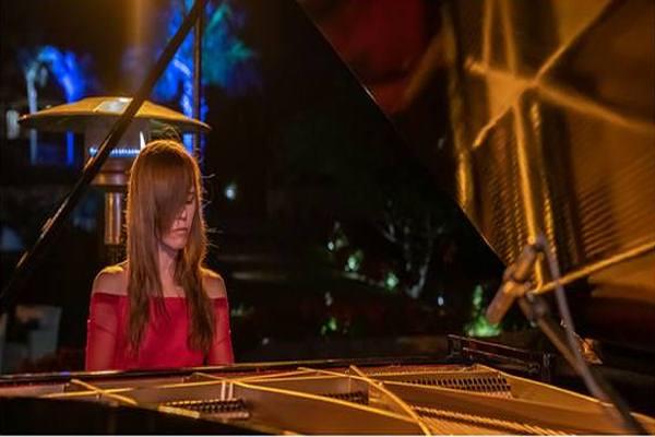 Recital de música clásica y contemporánea con Angela Z...