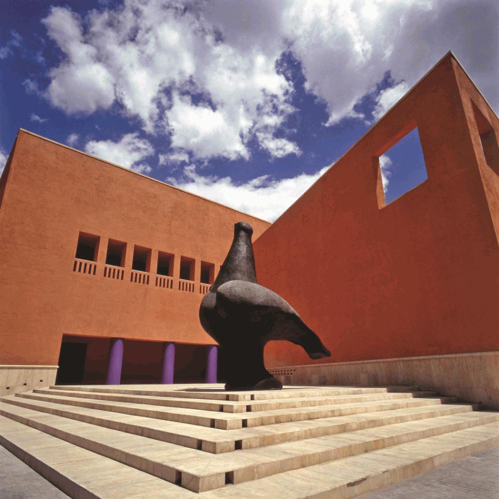 De las cosas que hacer en Monterrey, está explorar el Museo de Arte Contemporáneo de Monterrey.
